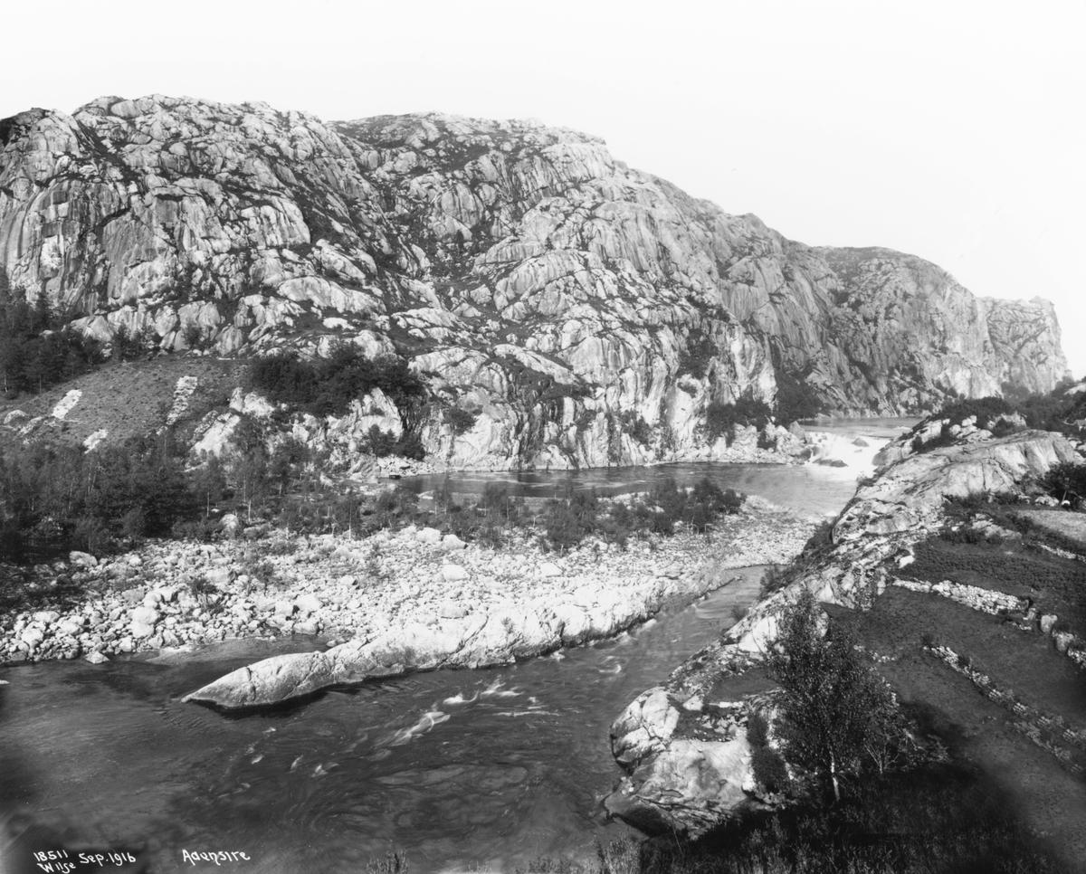 Fjellandskap, elveparti med stryk, Åna-Sira, Sokndal, Rogaland.
