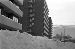 Serie. Mangelfull snørydding på Bogerud, Oslo.