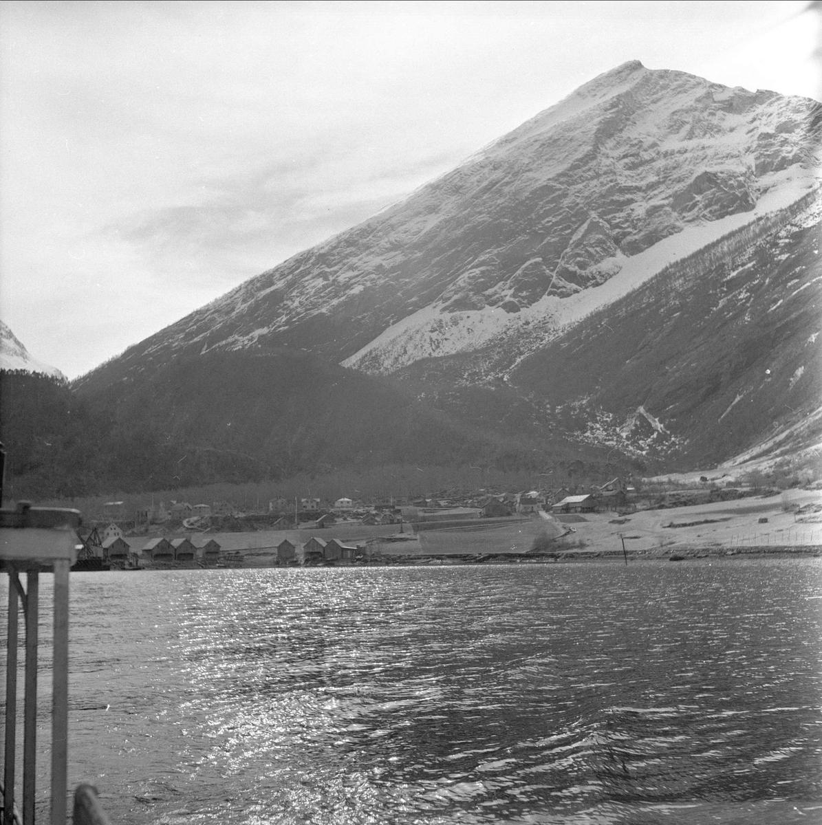 Tafjord, Norddal, Møre og Romsdal. Landskap med bebyggelse.