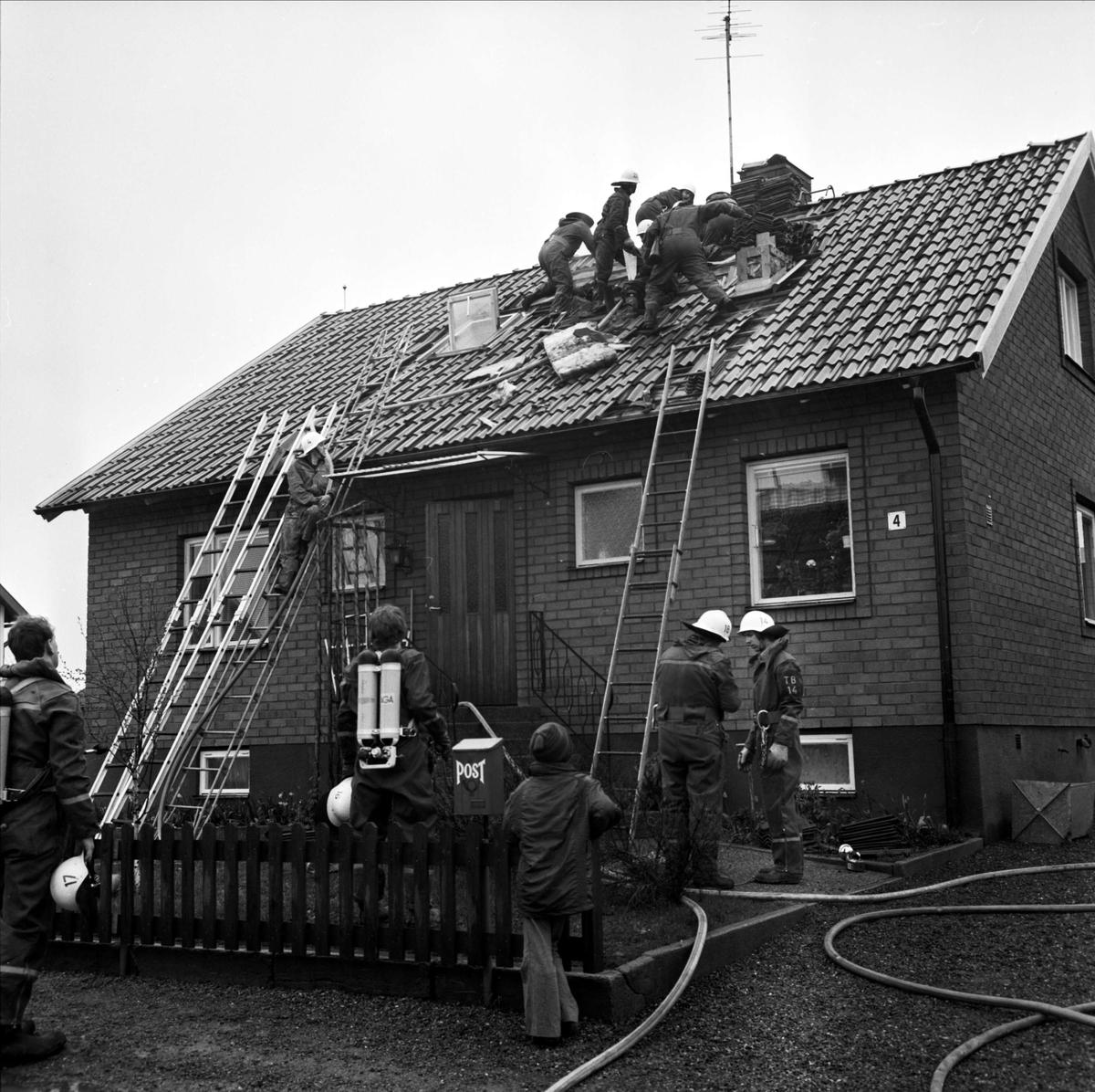 """""""Barns lek nära ödelägga villa"""" i Tierp, Uppland maj 1973"""