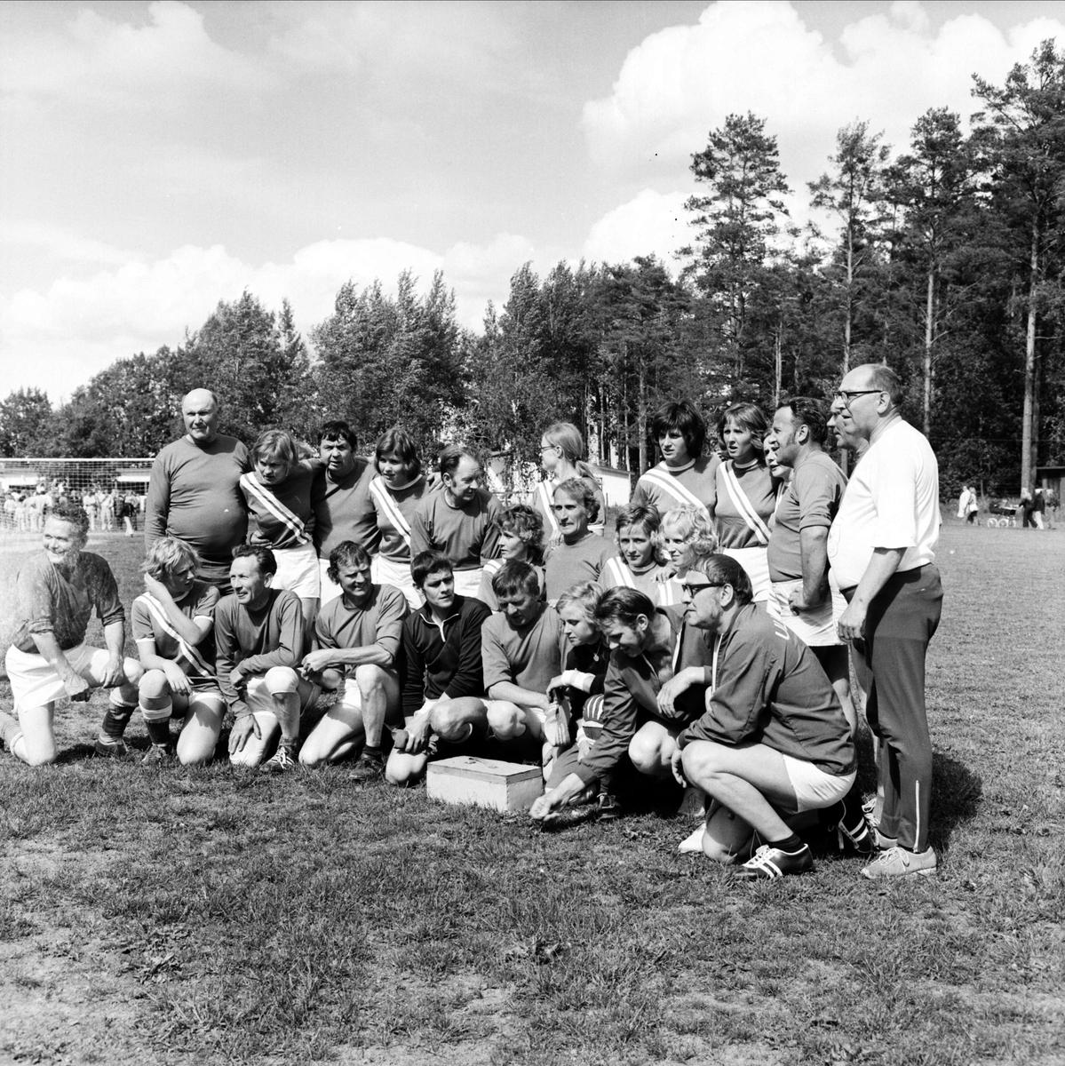 Kommunfotboll i Ullfors, Tierps socken, Uppland juni 1973