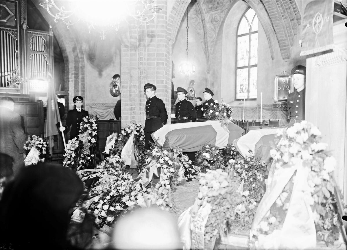 Jordfästning i Helga Trefaldighets kyrka, Uppsala 1947