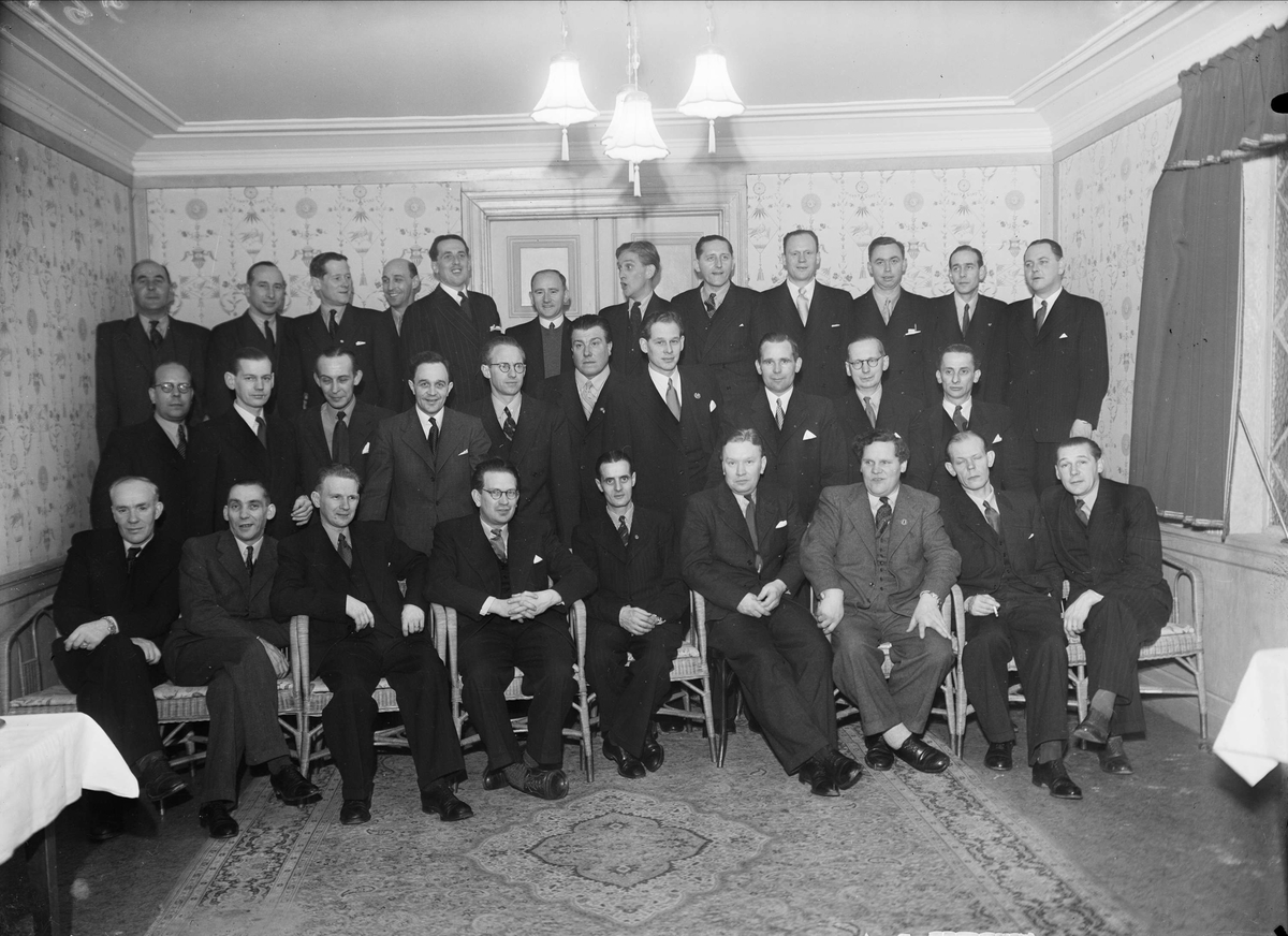 Grupporträtt - män, sannolikt Uppsala 1946