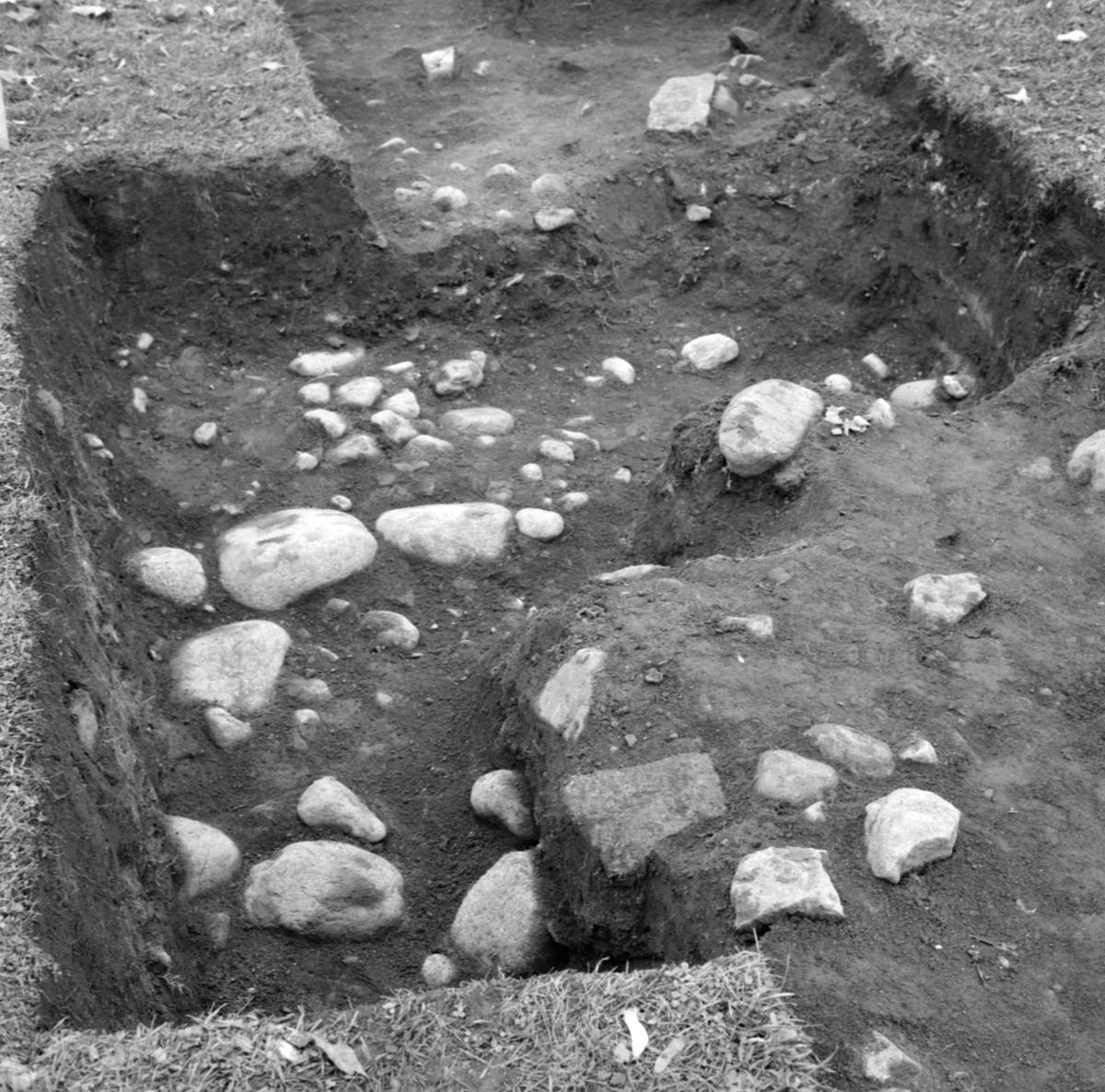Kungsgårdsplatån, schakt 2B - Arkeologi Gamla Uppsala 1988