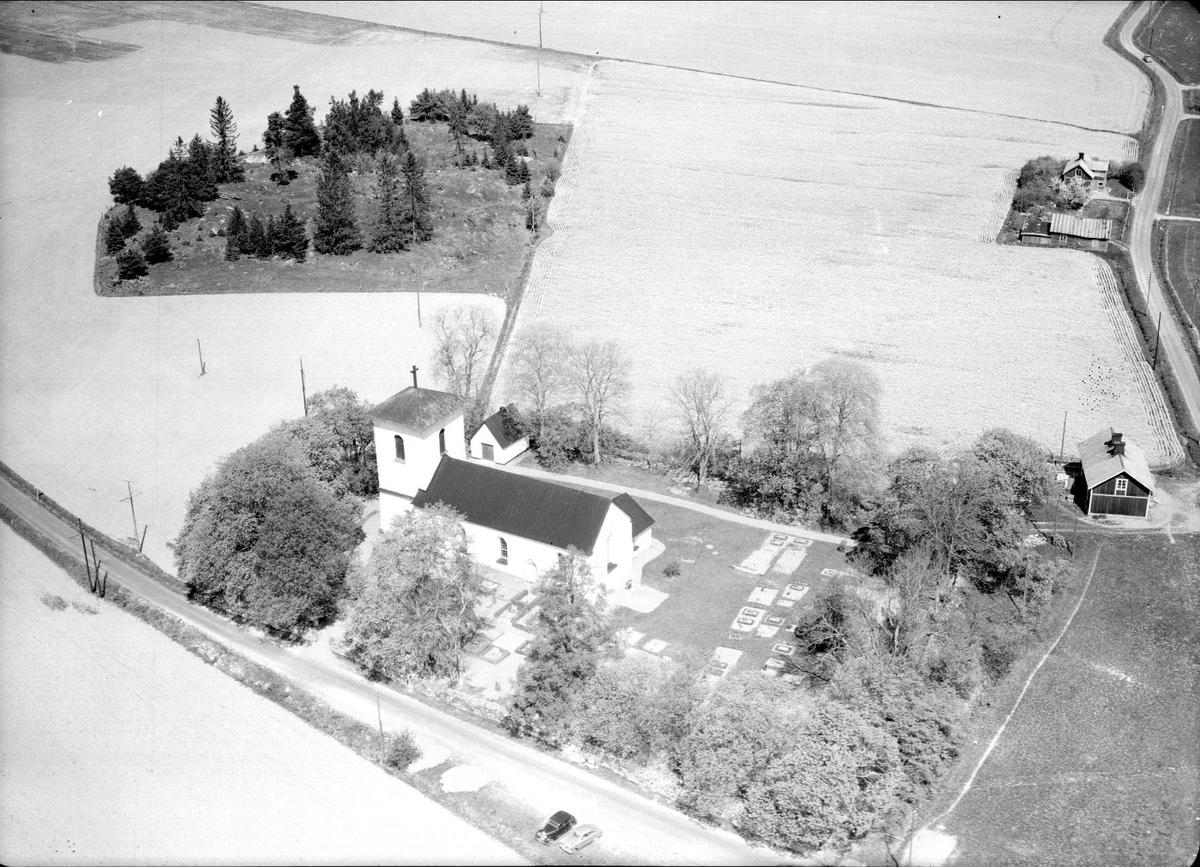 Flygfoto över Kalmar kyrka, Kalmars socken, Uppland 1955