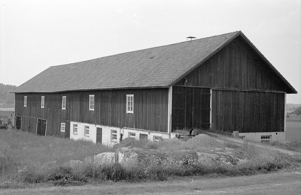 Ladugård och lada, Sursta 3:1, Sursta, Faringe socken, Uppland 1987