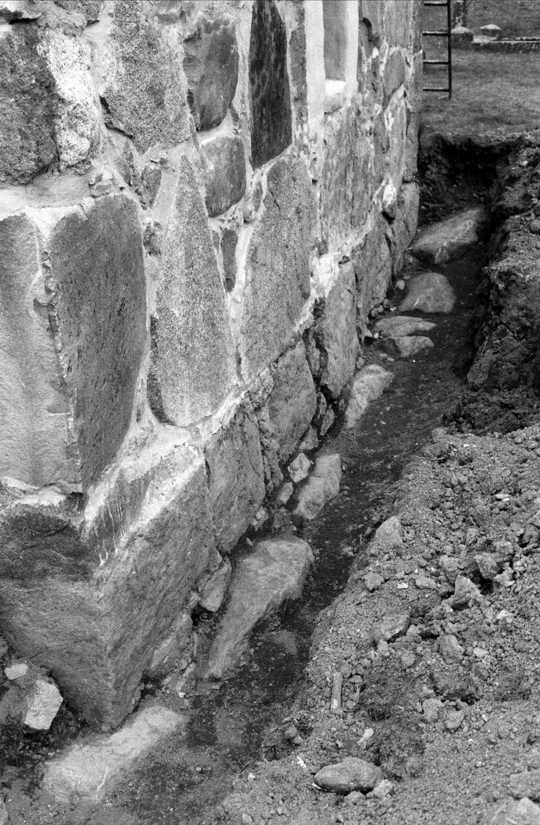 Antikvarisk kontroll vid restaurering av den s k Lillkyrkan vid Uppsala-Näs kyrka, Uppsala-Näs socken, Uppland 1991