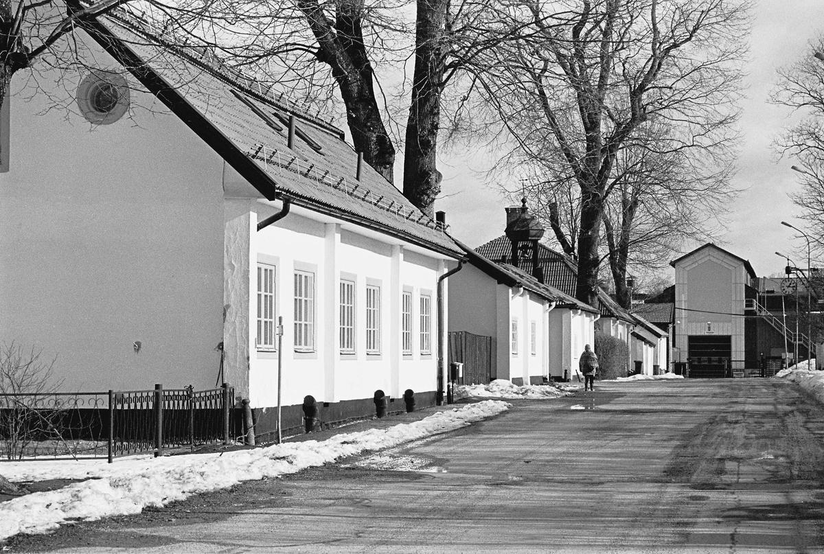 F d smedsbostäder längs Storgatan i Söderfors bruk, Uppland 2000