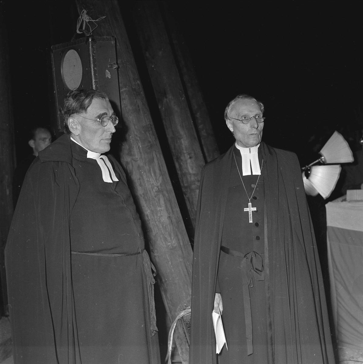 Invigning av Märsta klockstapel, Uppland september 1955