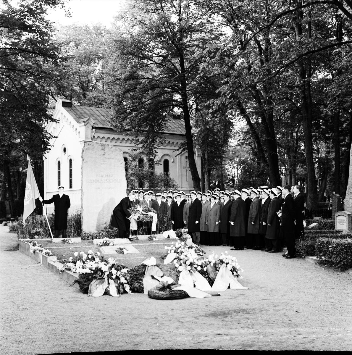 Dag Hammarskjölds minne hyllas, Uppsala gamla kyrkogård, Kungsgärdet september 1962