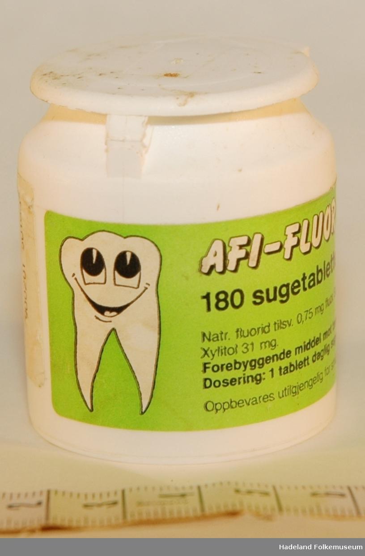Tann med smilefjes på etiketter. Innholdsfortegnelse og dosering
