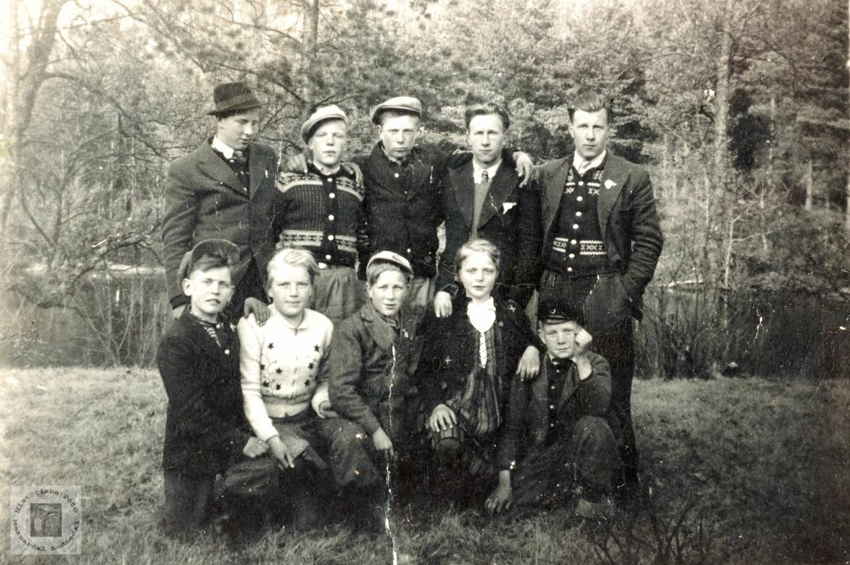 Ungdommer fra Ytre Øydna skulekrets. Grindheim.