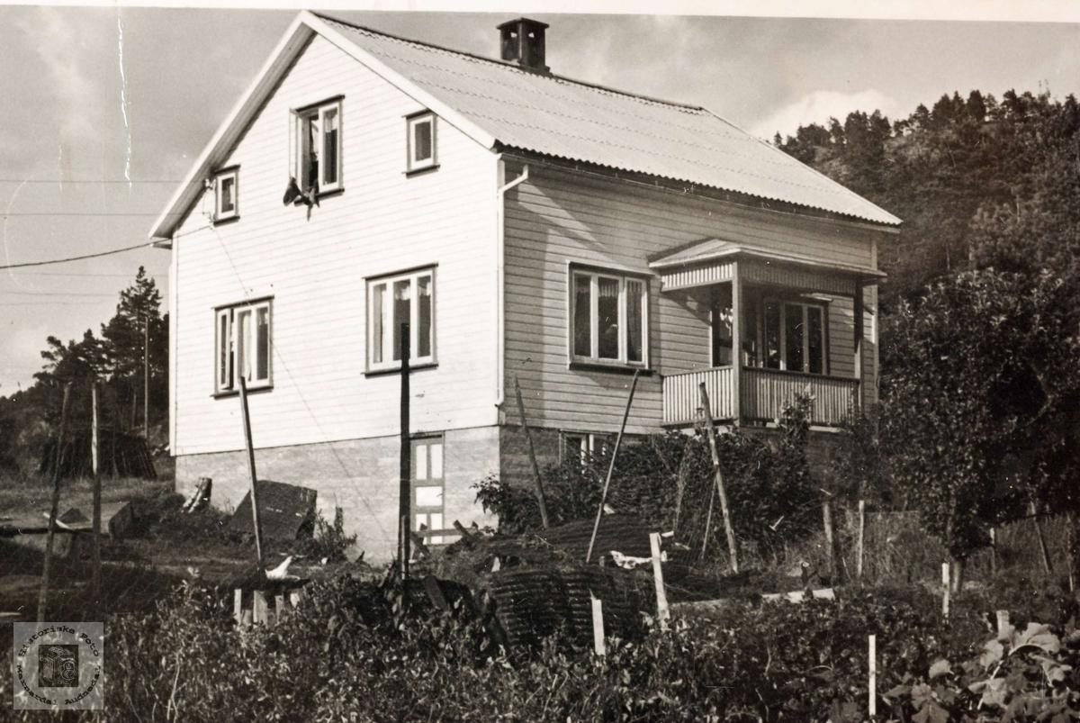 Nytt  hus på Sveindal. Grindheim.