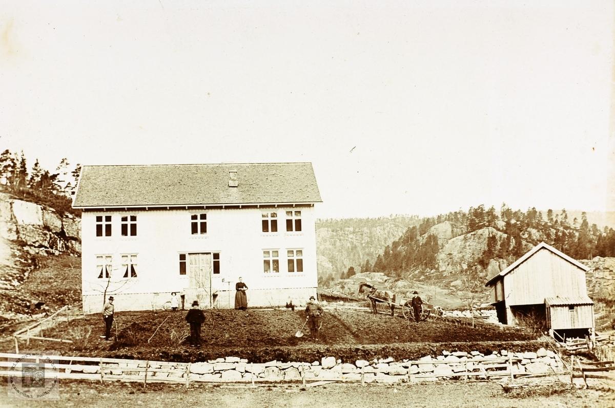"""Garden """"Der Ute"""" på Håland får fint hageanlegg, i gamle Grindheim kommune senere Audnedal."""