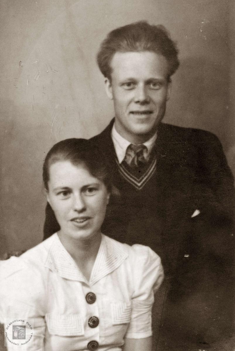 Portrett av ekteparet Trygve og Anna Flottorp. Grindheim Audnedal.