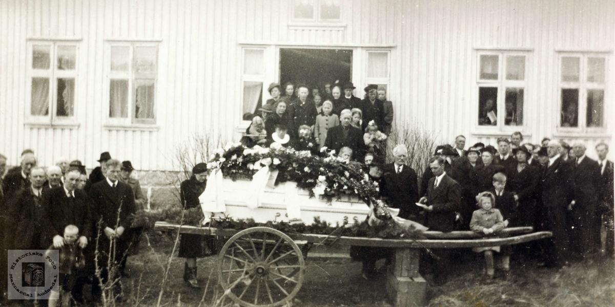 """Begravelse fra """"Leråkeren"""" Refsnes i Grindheim. Audnedal."""