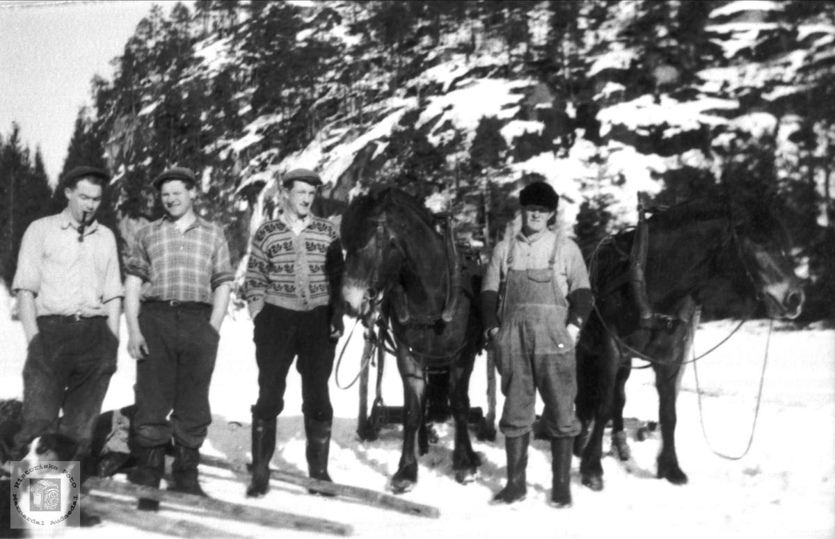 Skogsarbeidere på Foss i Bjelland.