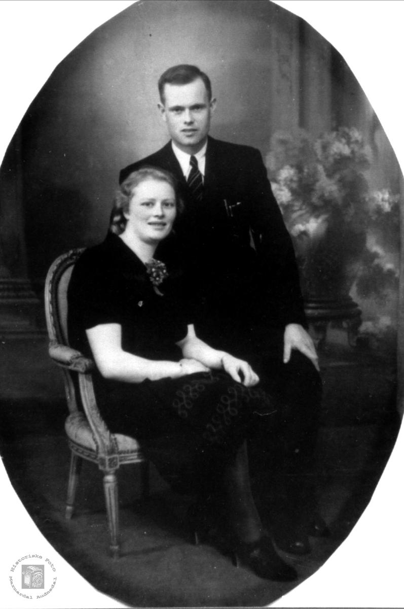 Portrett av ekteparet Anne Marie og Gunnar Bruskeland, Laudal.