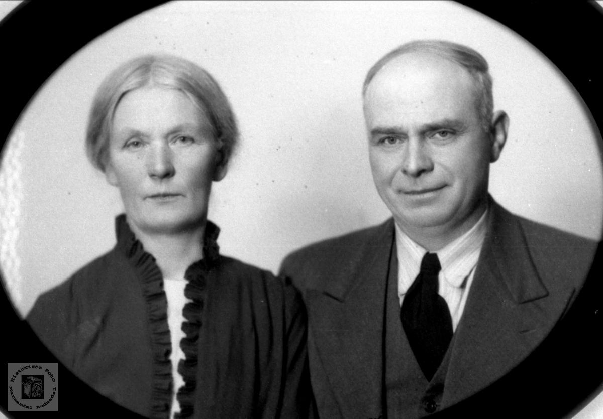 Portrett av Mina og Bent Eikså, Øyslebø.