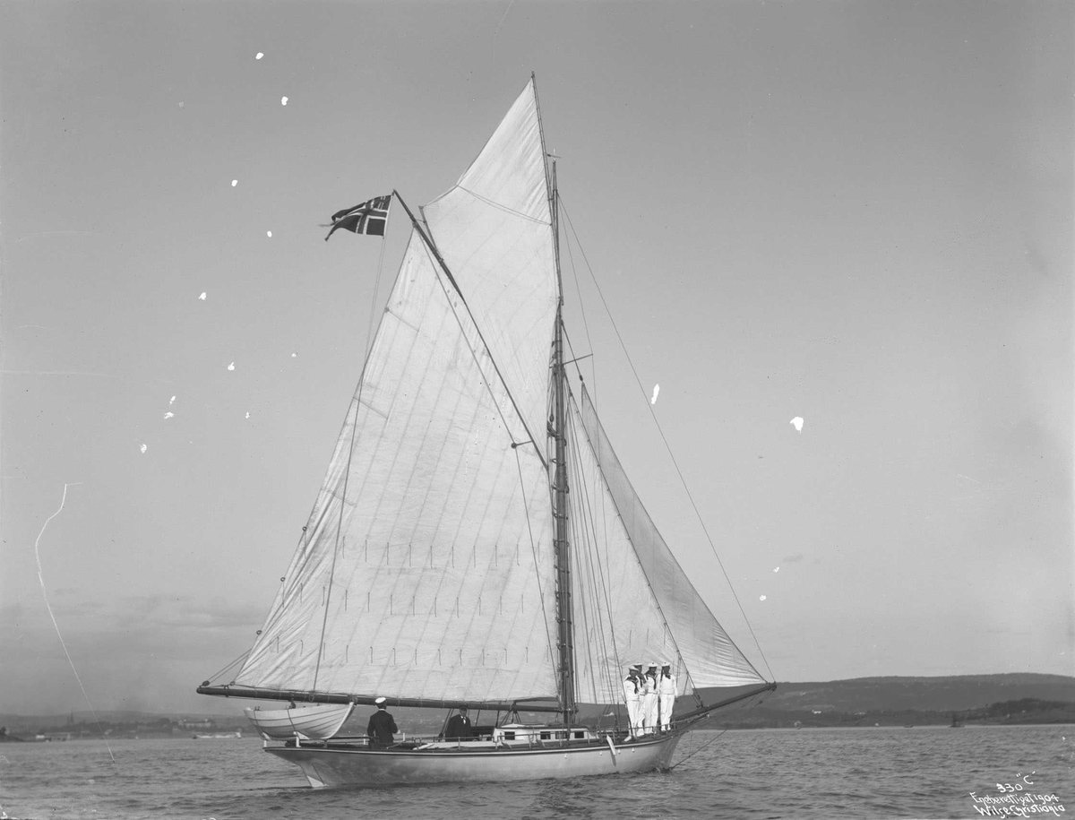 Svalen, kongens yacht