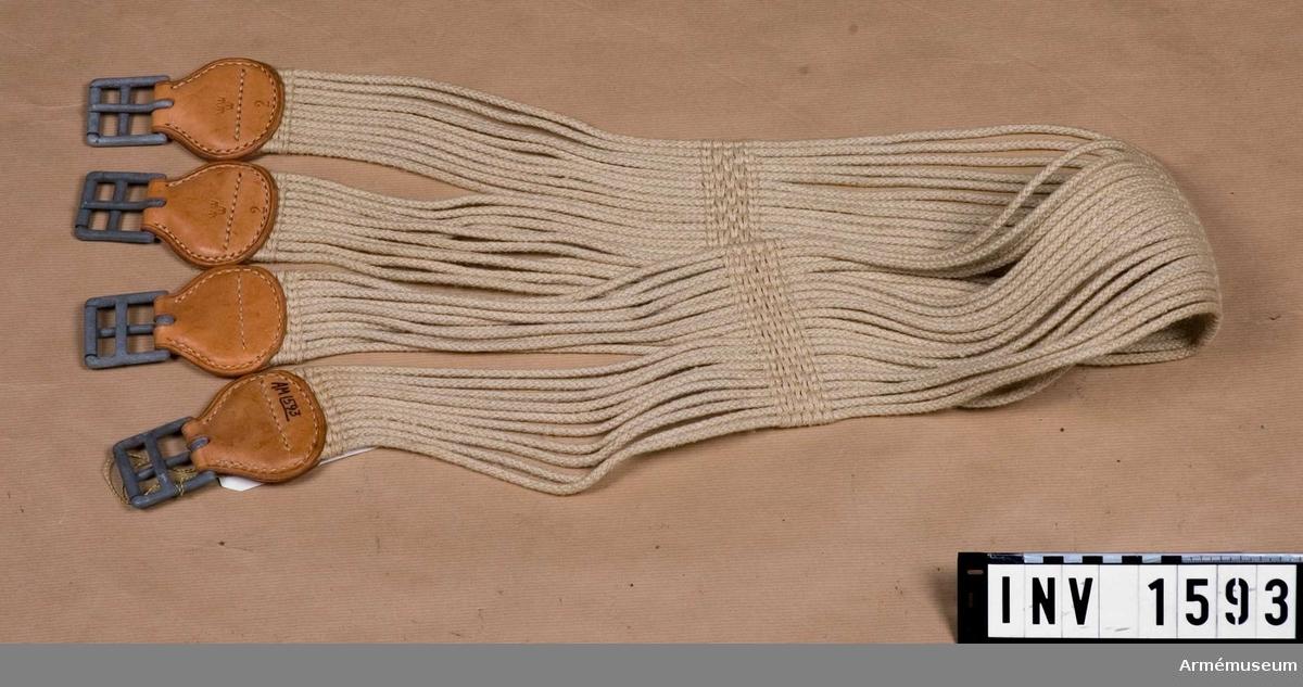 Samhörande nr är 1590-1593.Sadelgjord t sadel m/1900.