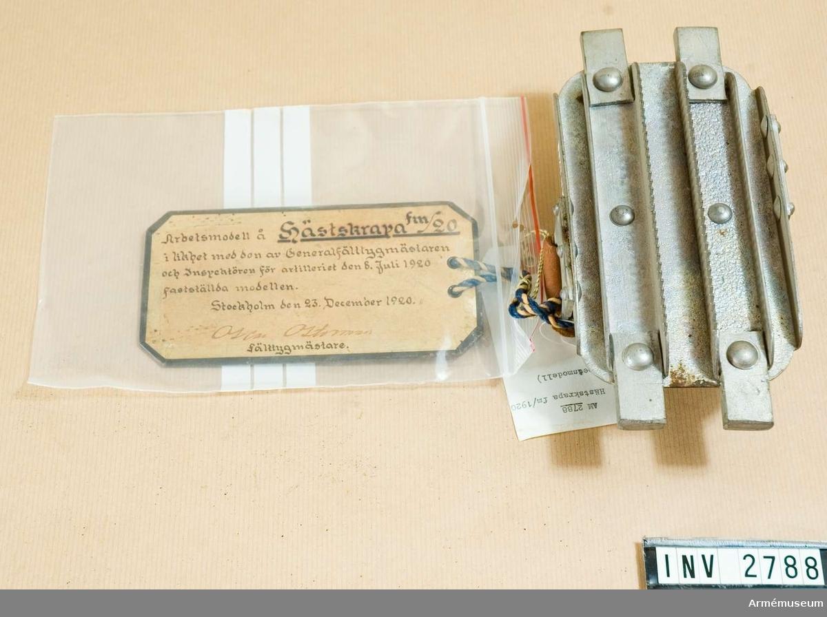 Arbetsmodell i likhet med den av gen.fältygmästaren och chefen för artilleriet den 8 juli 1920 fastställda modellen. Stockholm den 27 december 1920. Oscar Osterman, fälttygmästare.