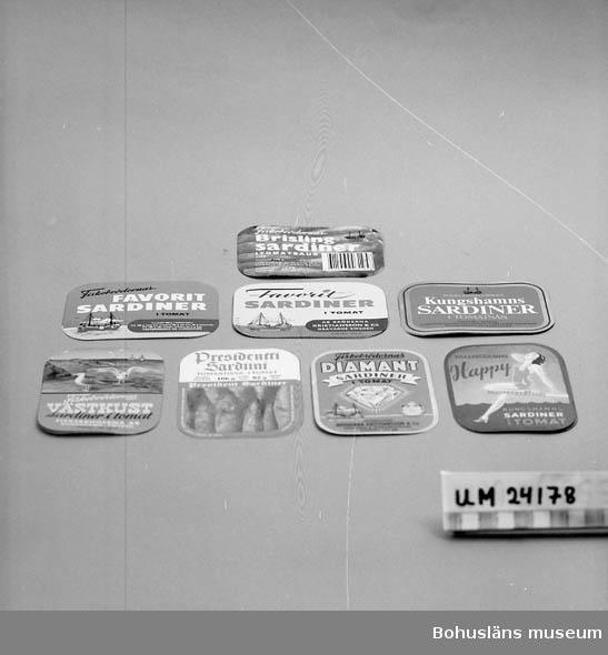 594 Landskap BOHUSLÄN  8 motiv till sardinburkar. Sardiner i tomatsås. ::
