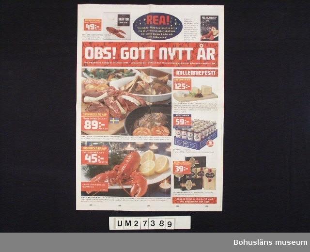 Broschyr i fyrfärgstryck från OBS! Stormarknad, centralt producerad med lokalt påtryck för OBS! på Torp köpcentrum utanför Uddevalla.  Broschyren är tryckt på dagstidningspapper och är i samma format. Broschyren gör huvudsakligen reklam för mat att inhandla till nyårsfesten 2000 men har också en sida med CD-skivor, böcker, leksaker och fyrverkeripjäser.  För information om Millennieinsamlingen, se UM27360.