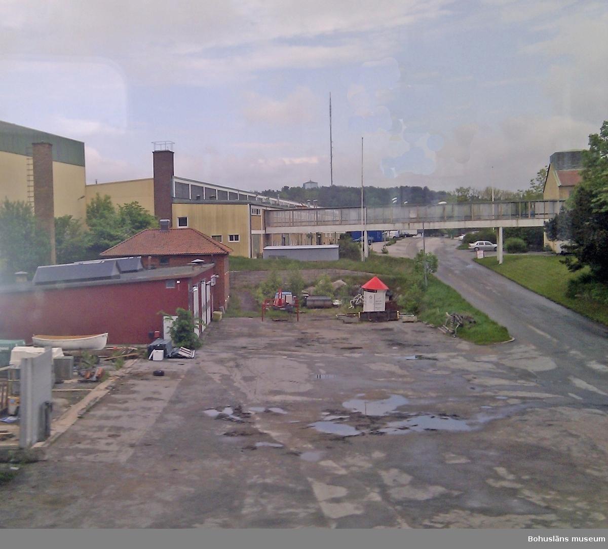 Trädgårdsgatan på Myren i Strömstad. Området är idag industriområde. Fotograf: Kristina Lindholm, Bohusläns museum.