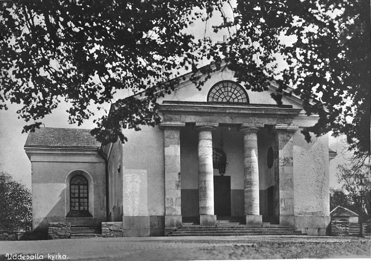 """Text på kortet: """"Uddevalla kyrka""""."""