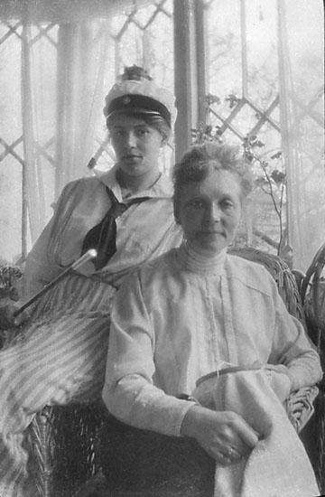 """Enligt noteringar: """"Fru Elin Strandberg, Vivica Strandberg, Gislaved 1918."""""""