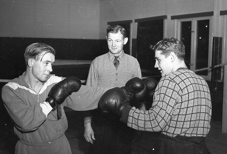"Enligt notering: ""Uddevalla Boxningsklubb 29/10 1947""."