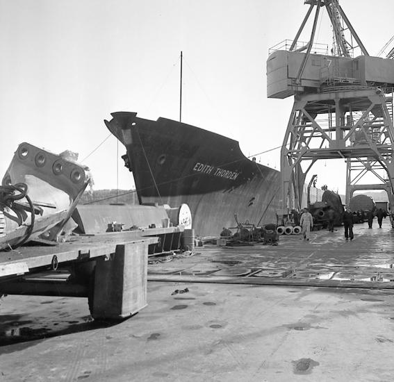 """Enligt notering: """"Båtskrov Edit Thorden fruktbåt sep 1957""""."""