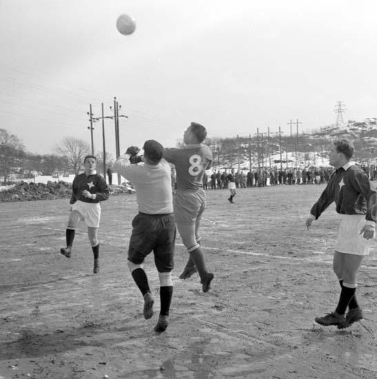 """Enligt notering: """"Fotboll Oddevold 12/4 -59""""."""