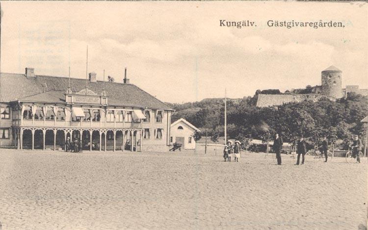"""Tryckt text på kortet: """"Kungälv. Gästgivaregården"""". ::"""