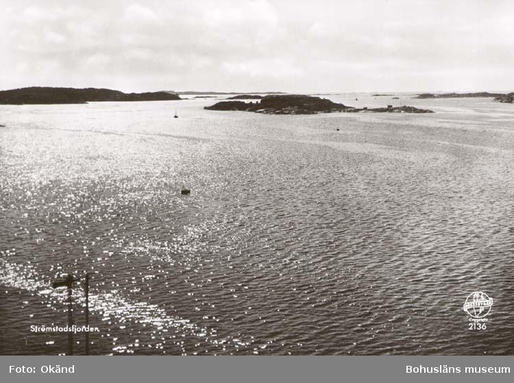 """Noterat på kortet: """"Strömstadsfjorden."""" """"Förlag: Strömstads Bokhandel, Strömstad."""""""
