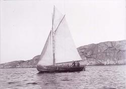 """Enligt text som medföljde bilden: """"Gåsö. Hj. Carlssons båt S"""