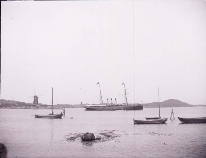 """Enligt text som medföljde bilden: """"Marstrand """"Drott."""" ::"""