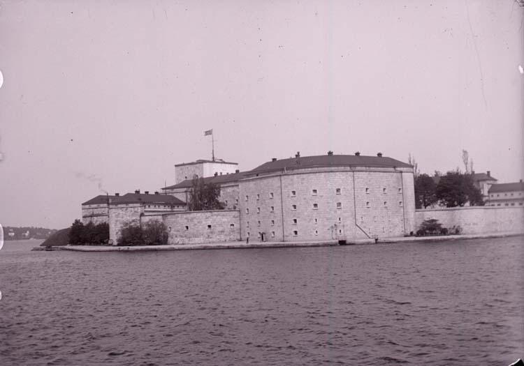 """Enligt text som medföljde bilden: """"Fästningen. Vaxholm 1/6 05."""""""