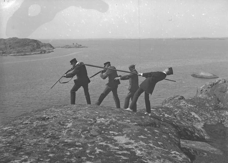 """Enligt text som medföljde bilden: """"Bläckhall. Gustaf B. Corner, Hjalmar, Reichenberg  Maj 08."""""""