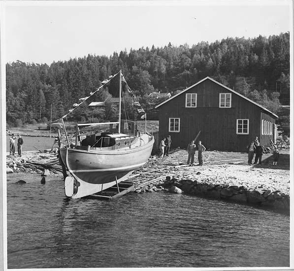 Båten ELVIRA på slipen vid båtbyggeri på Orust