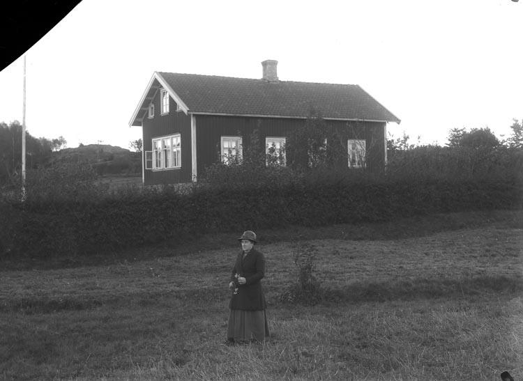 """Enligt fotografens noteringar: """"Stene Skolhus i Foss socken."""""""