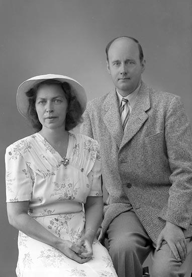 "Enligt fotografens journal nr 7 1944-1950: ""Jacobsson, Herr Folke Säter""."