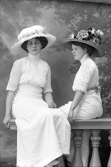"""Enligt fotografens journal Lyckorna 1909-1918: """"Nilsson Fr. Lyckorna""""."""
