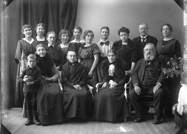 """Enligt fotografens journal nr 4 1918-1922: """"Landberg, F. Jeanett Här""""."""