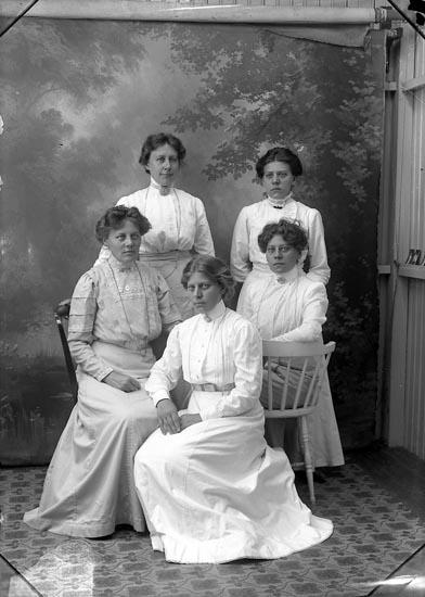 """Enligt fotografens journal Lyckorna 1909-1918: """"Abrahamsson, Fr., Lyckorna""""."""