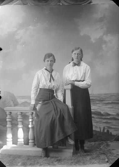 """Enligt fotografens journal nr 3 1916-1917: """"Olsson, Signe Järnklätt Här""""."""
