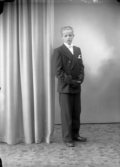 """Enligt fotografens journal nr 7 1944-1950: """"Andersson, Bror Lasshammar Här""""."""