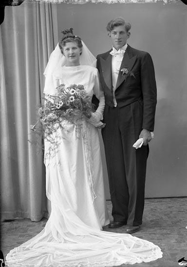 "Enligt fotografens journal nr 7 1944-1950: ""Abrahamsson, Herr Bengt Artillerig. 8 Gbg""."