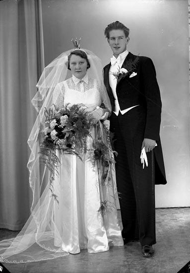 "Enligt fotografens journal nr 8 1951-1957: Larsson, Herr Stig Ramsdalen, Jörlanda""."